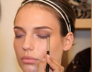 Optimized glam i currant 03 de 300x235 آموزش آرایش زیبای صورت (مختصر ومفید)