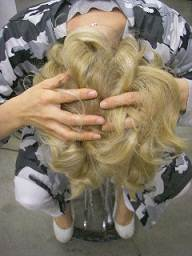 step 5 حالت دادن موها در 7 مرحله