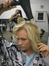 step 6 حالت دادن موها در 7 مرحله