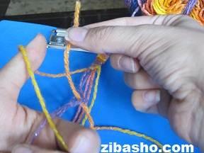 IMG 4119 آموزش بافتن دستبند دوستی ساده